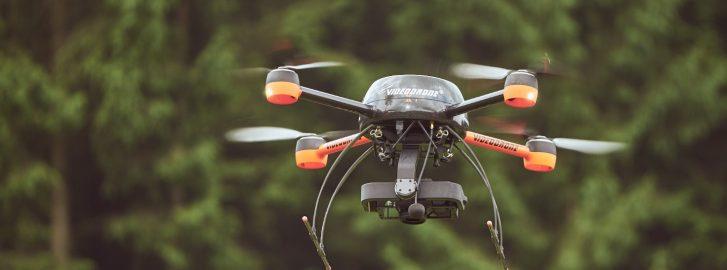 Maaseutu 2.0 -hankkeen artikkeli, kuva 2: Videodrone X4S droneella varustettuna Sony A6000 kameralla