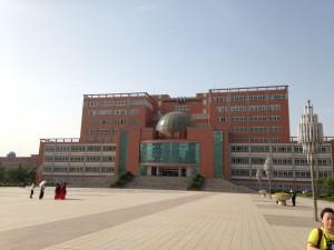 Baojin Yliopisto, Kiina.