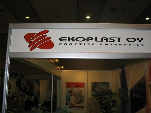 Kuva 2. HY Ekoplast Oy:n messuosasto harjoitusyritysmessuilla Tampereen Pakkahuoneella 2007