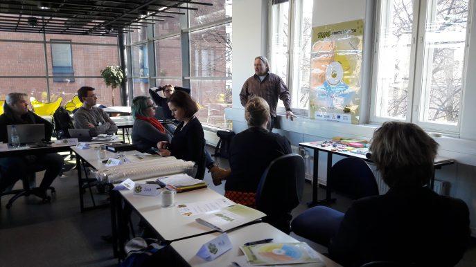 Keski-Uudenmaan Ohjaamojen TESSU-valmennuspäivä, jossa Simo Uusinoka kouluttaa.
